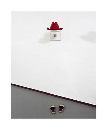 """CLAUDIO ABATE  """"Disegno (statua invisibile)"""", 1979, foto scattata alla galleria di Mario Pieroni, Roma, 1979  courtesy dell'artista e Galleria Il Ponte / Galleria Mara Coccia Arte Contemporanea"""